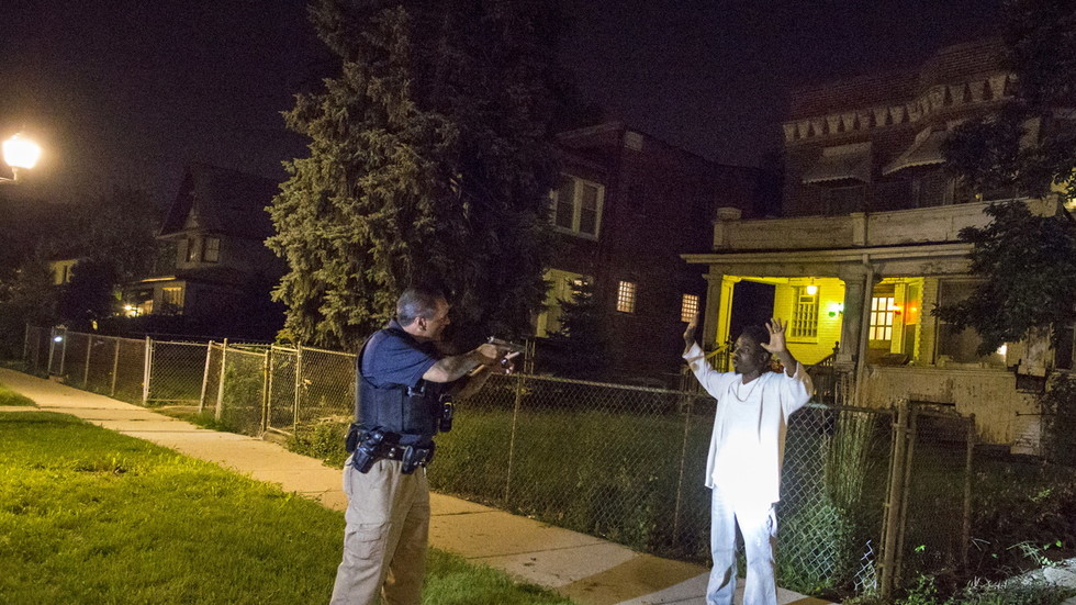 FBI says dozens of Chicago street gangs formed 'pact' to shoot any cop seen drawing weapon on citizens